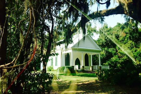 Historical Southern Home in Paradise - House