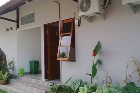 Danke House (8 rooms w/ aircon) - Palu Selatan - Bed & Breakfast
