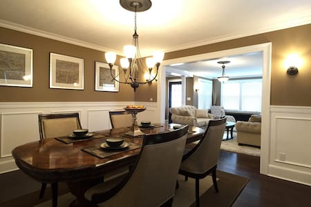 Luxury bedroom in perfect location - Apartment