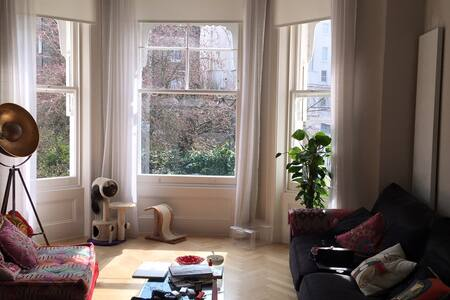 luxurious 1 double bed In 2 bed apt - London - Apartment
