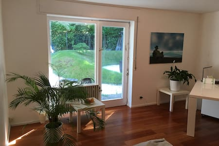 Wonderful room with direct contact to the garden - Huis