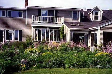 WHOLE HSE:  EdgeWater Farm B&B: Owners ON SITE - Phippsburg