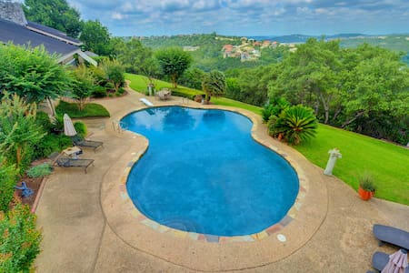 Hill Country 3BR Villa w/ GrandView - Austin