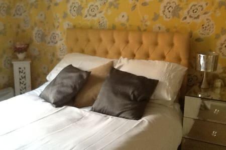 Double bedroom sleeps two