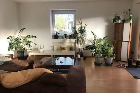 Gemütliches Zimmer in Urdorf (ZH) mit eigenem Bad - Urdorf - Apartmen