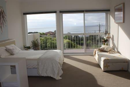 Peaceful Bayviews Bedroom + Balcony - Mount Eliza