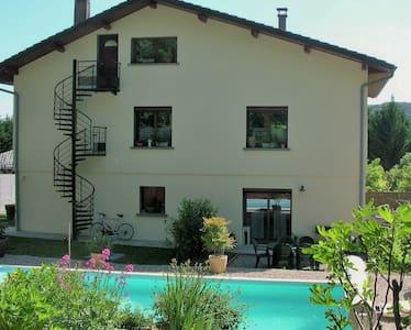 logement en rez de jardin+ piscine - Sault-Brénaz - Appartement