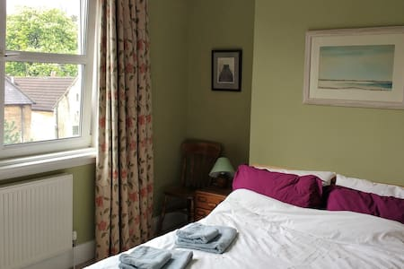 Large double room; great location - Bath