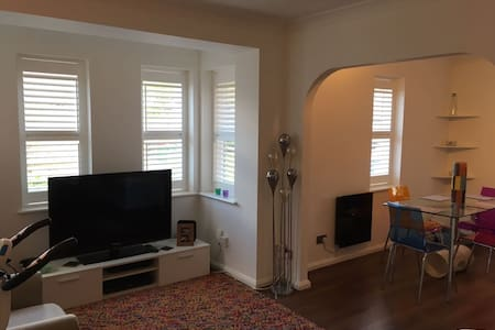 Modern cosy flat in Cheam Village Surrey - Sutton - Apartment