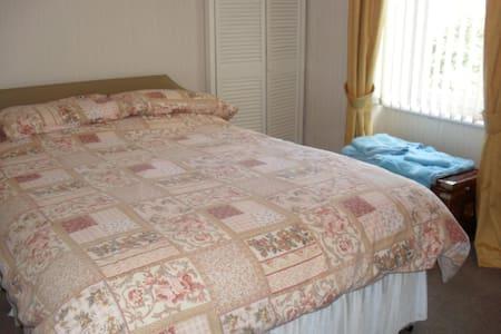 ground floor 2 bedroom accommodation - Montrose