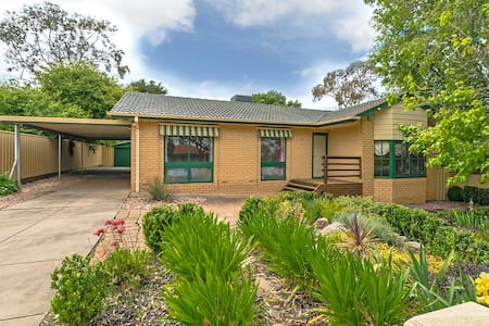 漂亮温馨HOUSE,Four bedrooms - Modbury