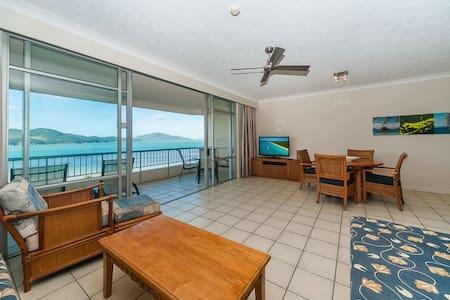 Resort-style apartment with panoramic beach views! - Apartmen