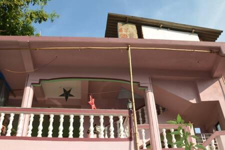 2 этаж дома (2 спальни) Мандрем - Mandrem