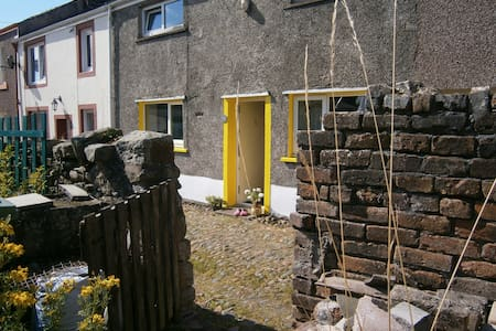 Cheerful cottage twin room - Great Clifton - Bed & Breakfast
