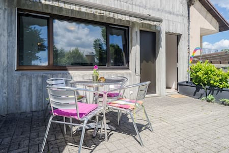 Sunny Garden Apartment - Neuhausen am Rheinfall - Apartament