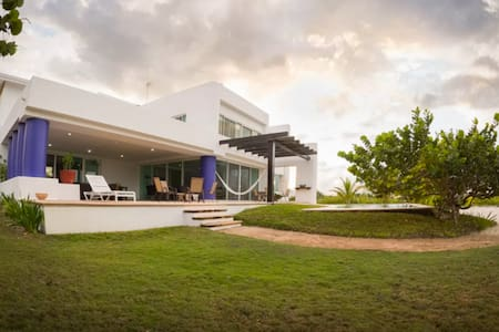 Beautiful house by the sea - Telchac - House