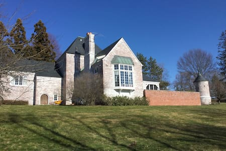 French Castle in Sturbridge - Casa