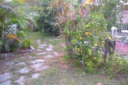 Studio Cottage Near Beach - Fort Myers Beach - 別荘