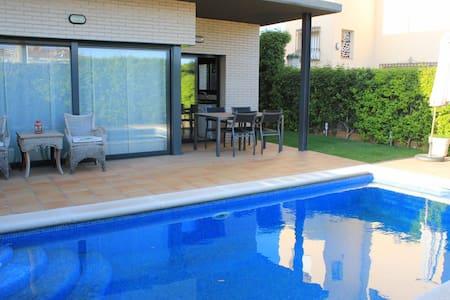 Villa Velasquez pool - Pineda de Mar
