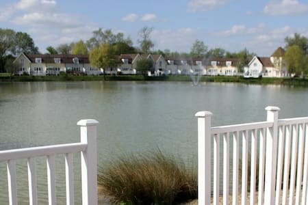 Cotswold Lake Lodge - South Cerney Gloucestershire - Huis