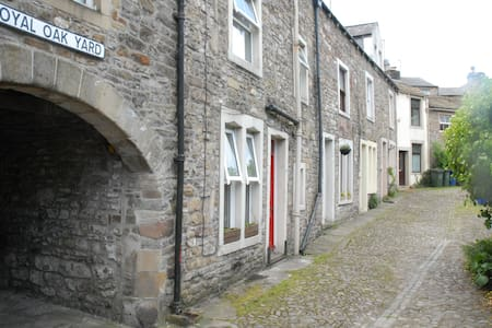 3 Bed House in Central Skipton - Skipton - House