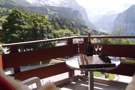 Studio with Balcony, Sleeps 2 in Car Free Wengen! - Apartment