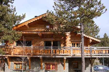 Chalet en rondins de 135 m² proche station ski - Bungalo