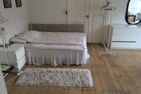Big And Spacious Room In Central Frederikberg - Frederiksberg - Apartment