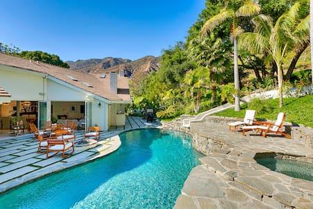 Serra Retreat: 118000 - Malibu - Villa