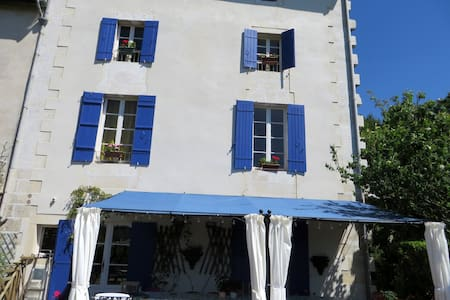 Elegant Townhouse close to all amenities. - Ribérac - Townhouse