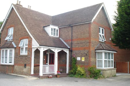 Masslink Guest House Twin Bedded Room - Horley - Altres