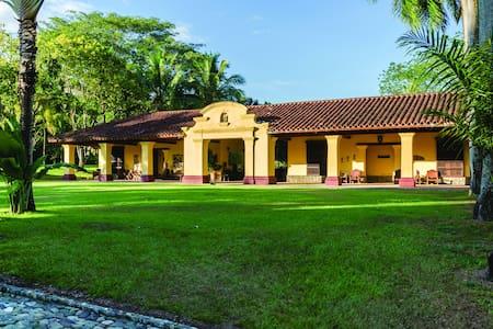 Hacienda Texas - La Pintada