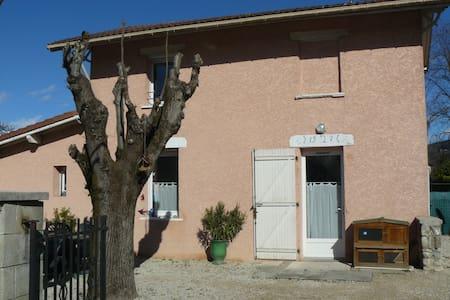 Jolie petite maison individuelle:) - Dům