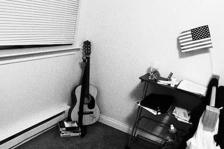 Nice room in quiet apartment - Slippery Rock