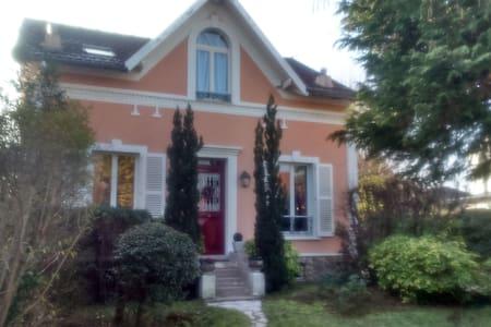 Charmante maison à 20 min de Paris - Haus
