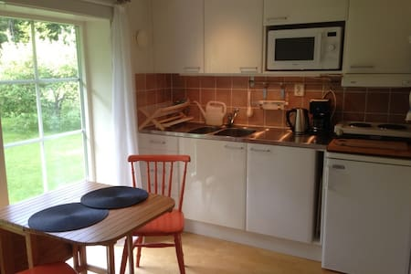 Countryside studio 3 min from E4 - Värnamo - Bed & Breakfast