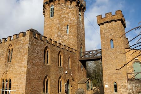 The Castle at Edgehill - Bed & Breakfast