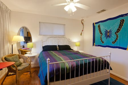 All the comforts of home - Falls Church - House