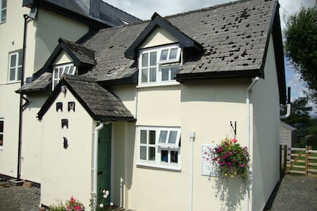 Cosy rural cottage in mid Wales - Powys - House