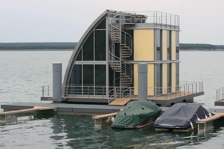 Wohndeck I im schwimmenden Haus  - Leilighet