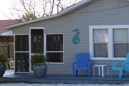 Barefoot Bungalow steps to Beach. - Panama City Beach - Hus