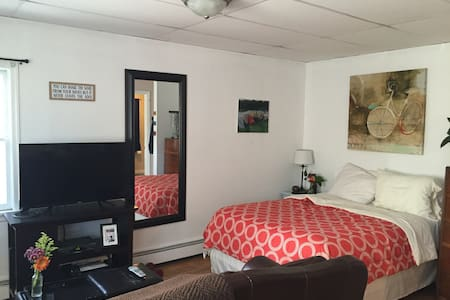 Bright studio apartment close to everything! - Asbury Park - Appartamento