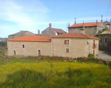 Casa Vermelha - Torre do Terrenho - Hus