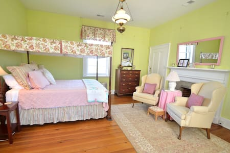 Greenfield Inn Bed and Breakfast - Bed & Breakfast