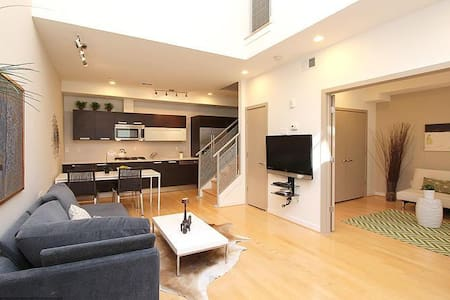 Modern Luxury 2 bd 2 ba loft apt