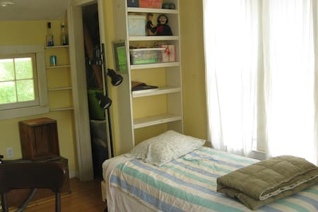 Clover Nook: Dorm Room: Option 2 - Middletown - House