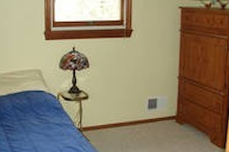 Furnished Room - House to Share - Bethel Park - House