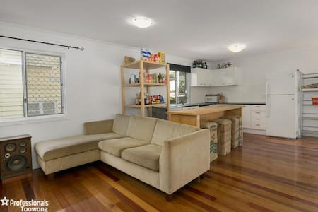 Max 6 people - Relax, wine, dine, shop, play... - Indooroopilly - Lejlighed