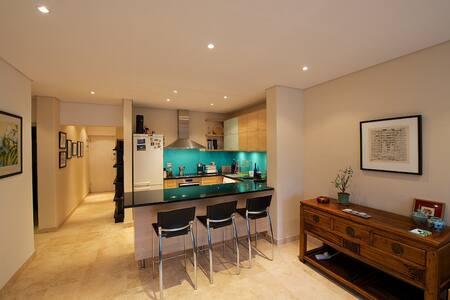 Comfortable, Modern Sea Point Flat - Apartment