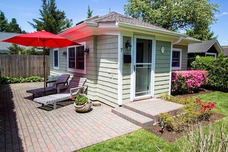 Village Cottage-Prime Hamptons Spot - Southampton - House
